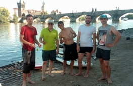 Teambulding na stand up paddleboardu